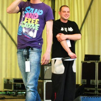 Scène avec mon pote One Dilly The Kid le 23 juin 2012 à l'occasion de la première édition de Parc en fête à Mer.