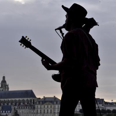 Ted Bernon (guitare, chant, flûte) ; concert avec The Pretty Things à la Guiinguette de Blois, le 08/07/2017