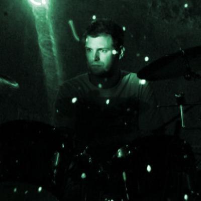 Sam (batteries, percussions & carillon)